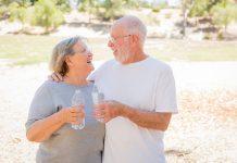 Người cao tuổi uống nước thế nào