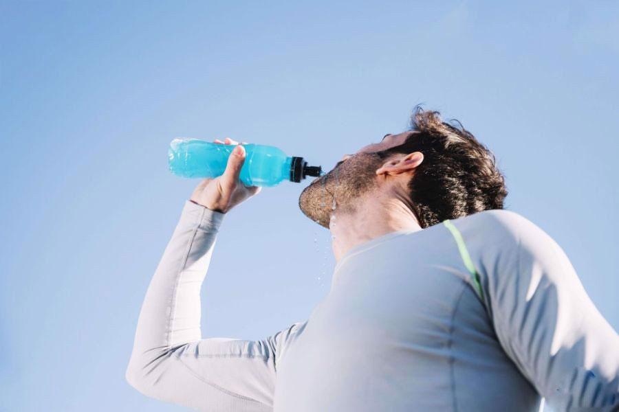 Khi bị tiêu chảy nên uống nước như thế nào?